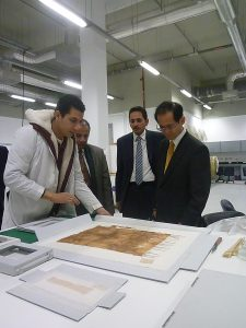 Vice-President Tomiyoshi Kenichi listening about Tutankhamun collection